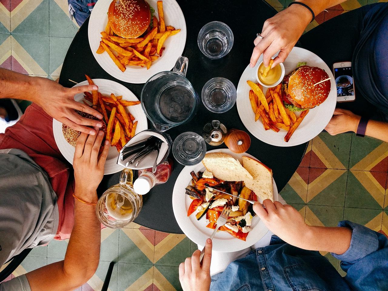 restaurant 2602736 1280 - Mittagessen